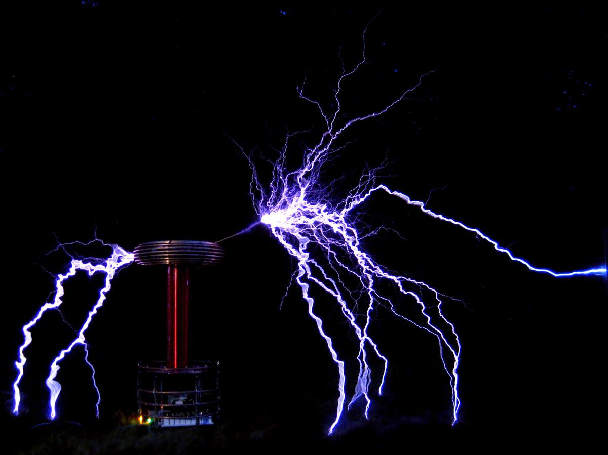 Zeusaphone Z-85 Tesla coil produces 7+ foot arcs, $4395
