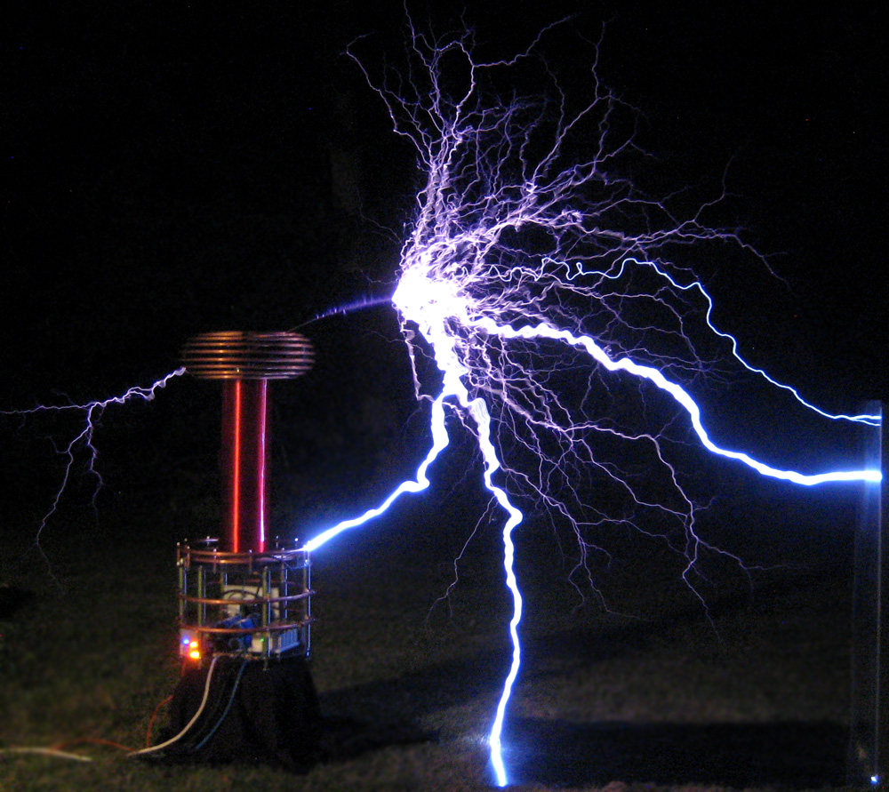 Zeusaphone Z-75 Tesla coil arcing to the ground